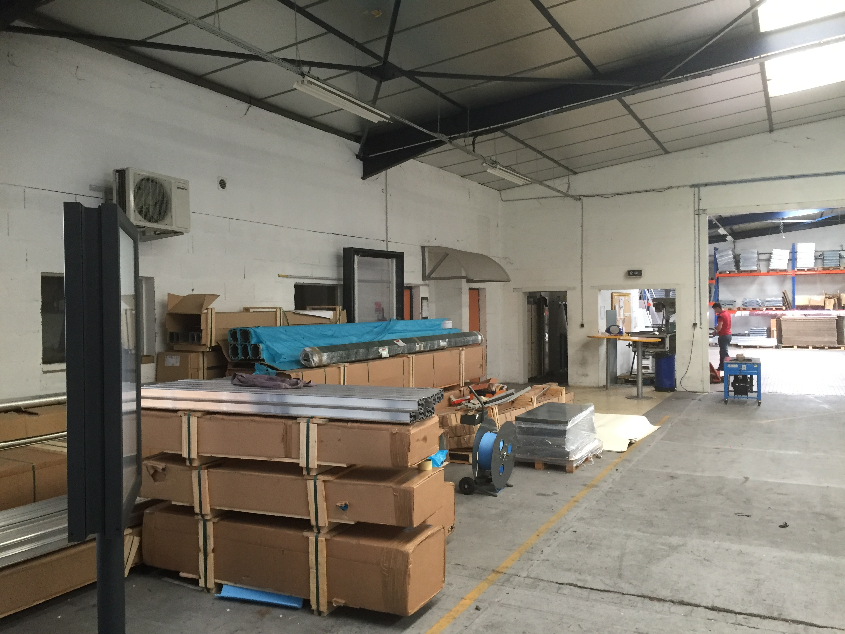 LOCAL INDUSTRIEL 2200 M² 5 MIN ANGERS